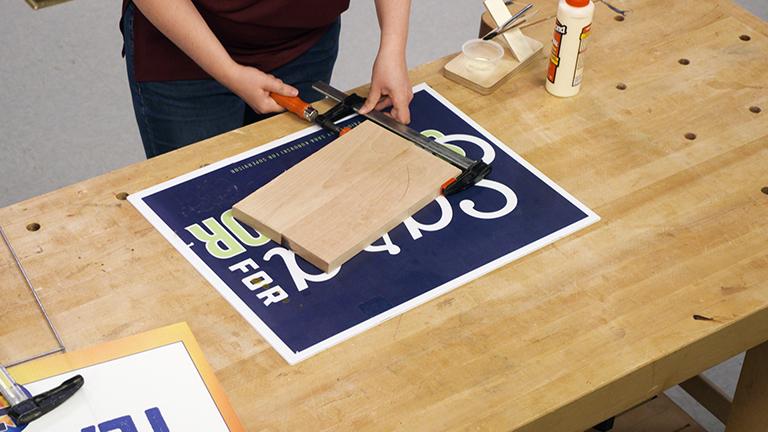 Yard Sign Glue Mat